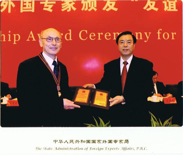 """卫廉•毛斯巴赫获得2009年度国家""""友谊奖"""""""